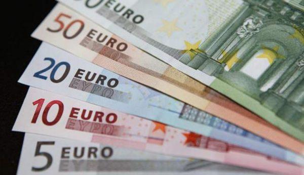 verschiedene Euroscheine in unterschiedlichen Werten