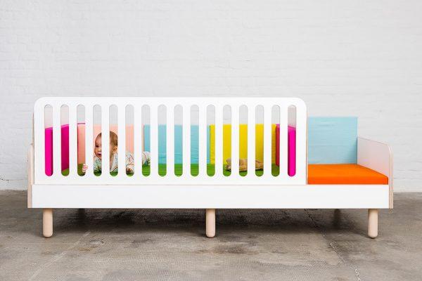 Ein growing bed mit einem Gitterschutz für Babys