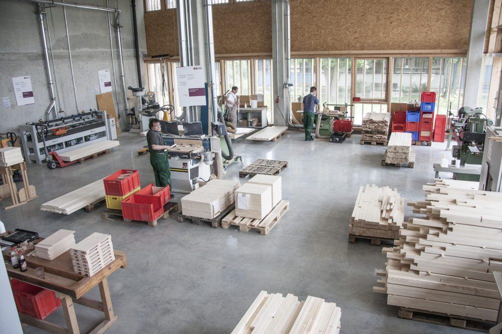 Blick in die Holzverarbeitung der Rudolf-Diesel-Straße in Landsberg