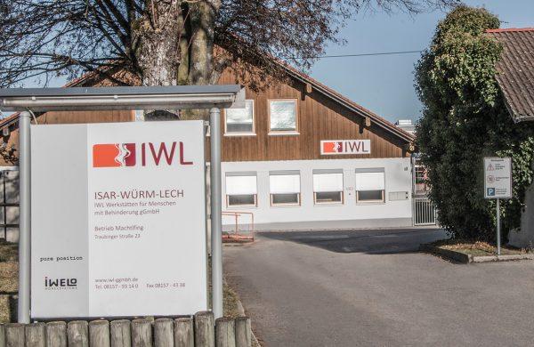 Blick auf das Gebäude der IWL in Machtlfing