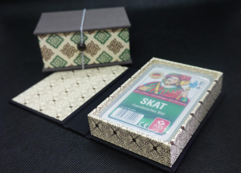 bunte Aufbewahrung für Spielkarten